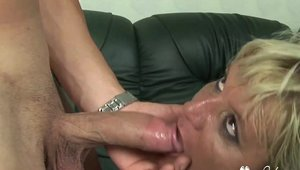 Sex scene in the company of chubby granny