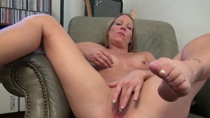 Housewife Alyssa Dutch rubbing