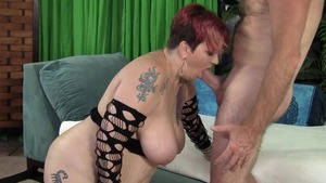 Mature got her pussy smashed