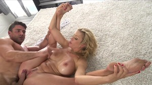 Hairy & busty Felicity Feline squirting