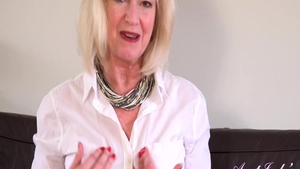 Busty mature Sapphire Louise need fingering