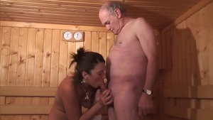 Threesome in the sauna between young french amateur