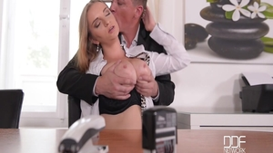 Very tasty MILF Suzie Moss gets a buzz out of pussy sex