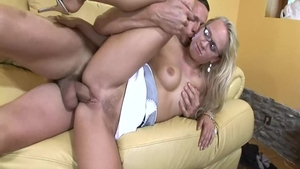 Carla Cox is a very hawt blonde