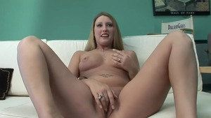 Very hawt mature pussy eating solo