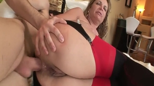 Young Kelly Leigh threeway missionary fucking