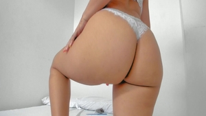 Live on cam between big butt super sexy latina babe