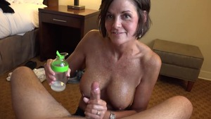 Tanned amateur lusts getting a facial