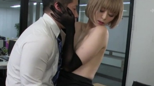 Pussy sex accompanied by kinky japanese babe