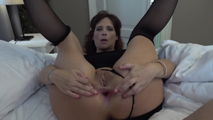 Big ass american cougar Syren De Mer need sex HD