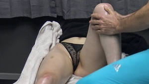 Shaved amateur pussy eating in the bed