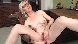 Hot MILF likes raw sex