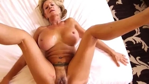 Large boobs amateur feels in need of cumshot in HD