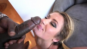 Big butt blonde haired Sheena Shaw goes in for cumshot